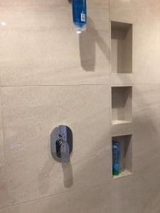 FH2 Shower Alcoves & Mixer